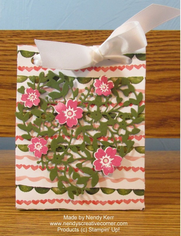 Bloomin Heart Gift Bag-Birthday Bouquet paper